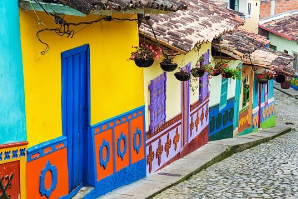 Casas coloridas em Bogotá, na Colômbia